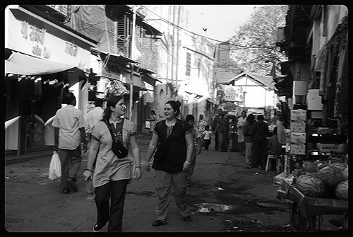 Foreigners love  Bandra Bazar Road by firoze shakir photographerno1