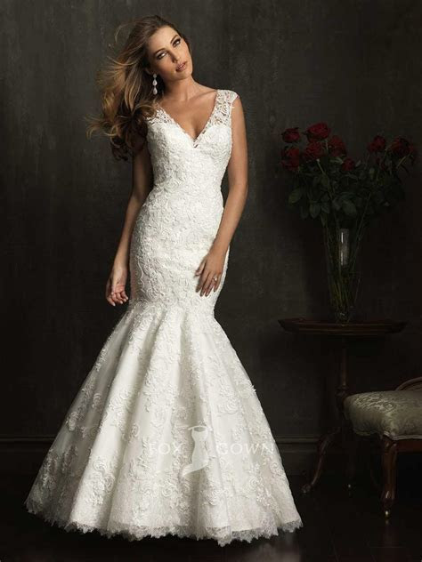 mermaid v neckline wedding dress with lace sleevesCherry
