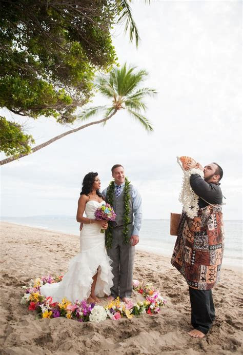 The Smarter Way to Wed   Island nuptials   Hawaii wedding