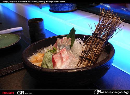 生魚片_中間的很好吃