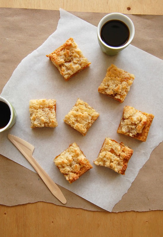 Coconut and apricot bars / Barrinhas de damasco e coco