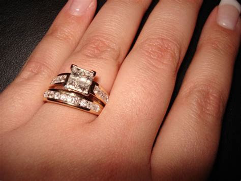 MERRY BRIDES ? Etiquette: Where To Wear Wedding Band