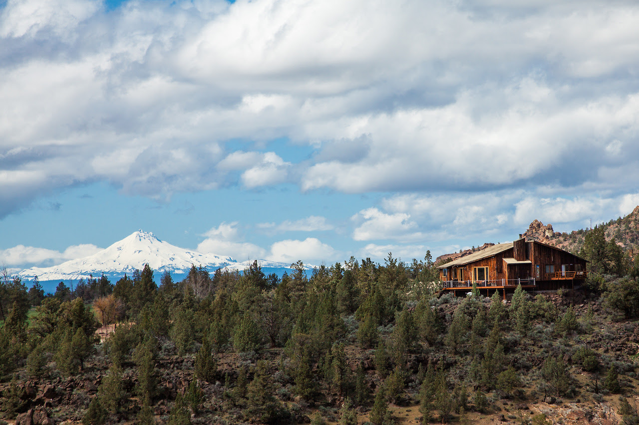 Cabin near the Three Sisters Wilderness, Oregon Jenni Kowal / @jennikowal