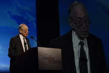 English: Alvin Toffler presenting his key note...