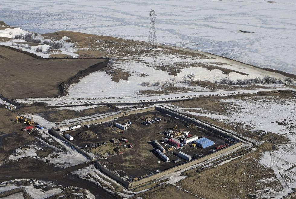 Vista aérea de las obras que construirán la última fase del oleoducto junto al río Lago Oahe en Dakota del Norte.
