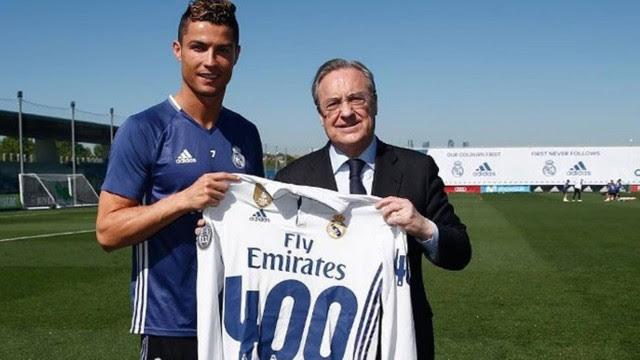 CR7 recebeu camisa das mãos do presidente do Real Madrid