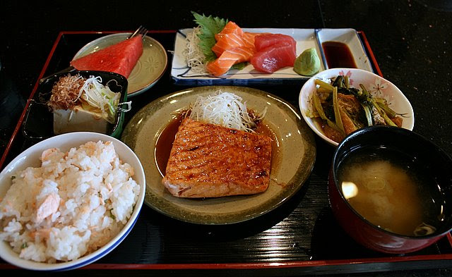 Sashimi and salmon teriyaki set lunch (S$20)