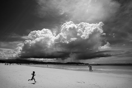 indulgence opportunities and distant storms... por ioannis lelakis