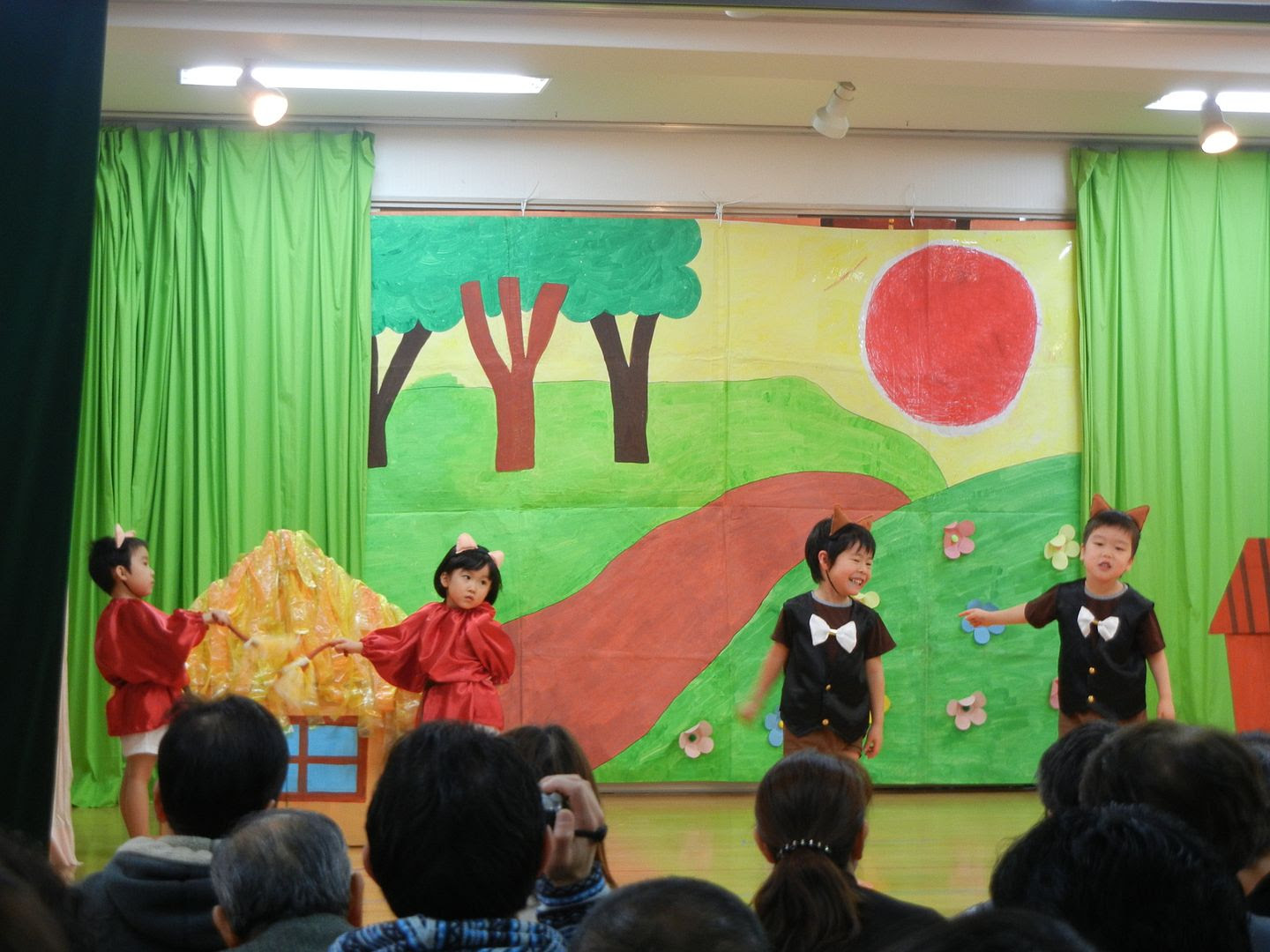 1230, Ayaka played the pig of three piglets.