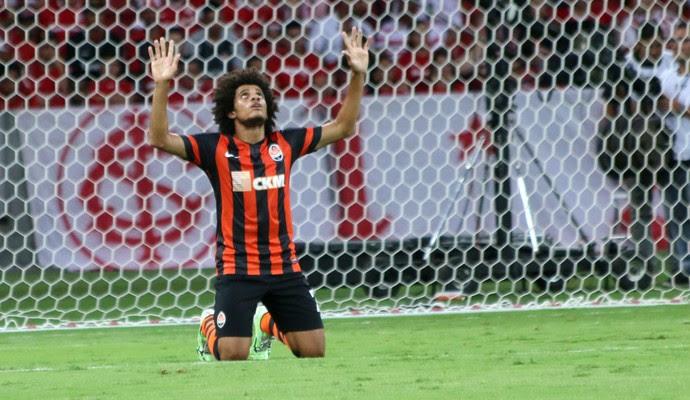 Taison comemora gol no Inter  (Foto: Diego Guichard/Globoesporte.com)