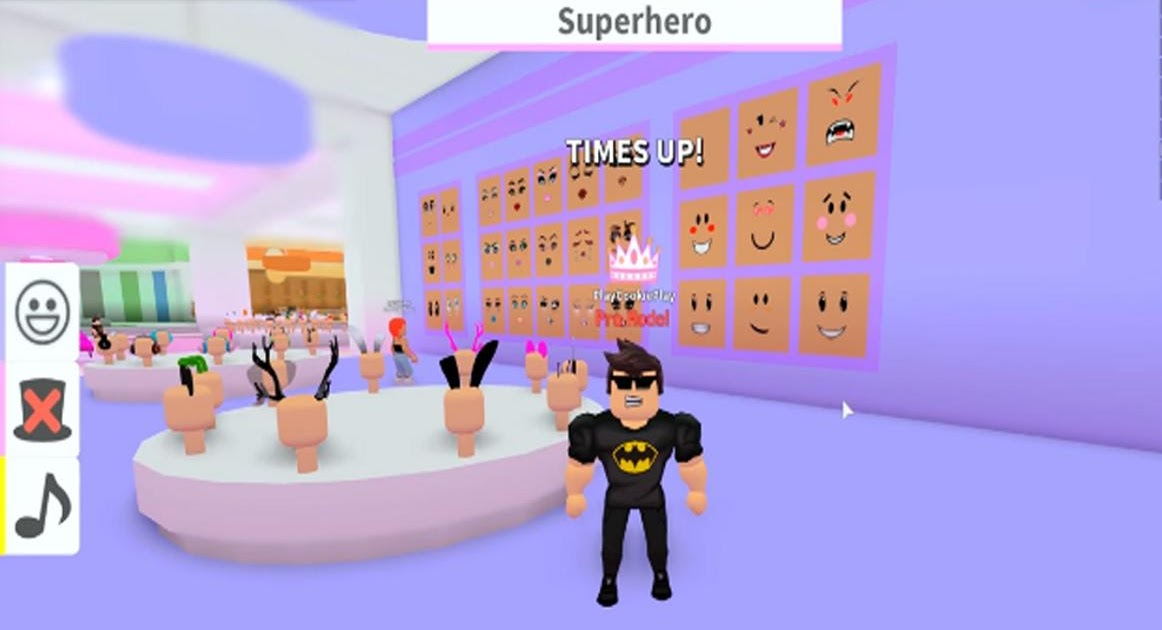 On Roblox Help Me Play Fashion Famous Roblox Superhero Outfits