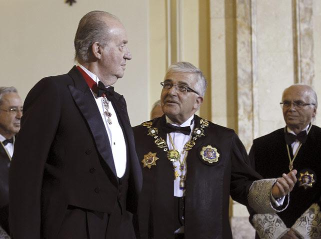 El rey y el presidente del Supremo en la apertura del año judicial de 2012/Efe