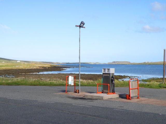 File:Petrol pump, Baltasound - geograph.org.uk - 1301960.jpg