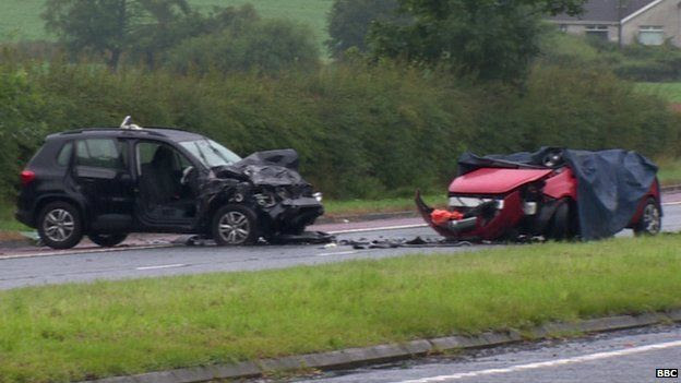 Cars at the scene of the collision on the A1