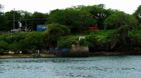 Pe malul fluviuluidin Mombasa
