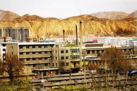 η-κίνα-σκίζει-τα-βουνά-για-να-χτίσει-πολυκατοικίες