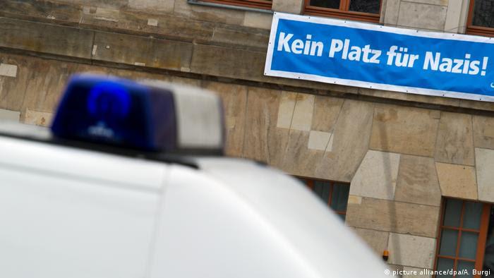 No hay espacio para nazis, dice una valla en Dresde, Alemania