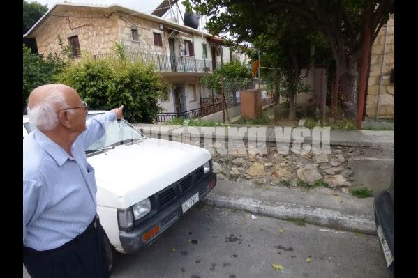 «Από αυτό το σημείο έρχονταν τα φορτηγά για να φύγουν να πάνε στις μονάδες και εμείς εν κινήσει τρέχαμε και προσπαθούσαμε να αρπάξουμε μία φρατζόλα» αναφέρει ο κ. Τ. Πρωτοψάλτης