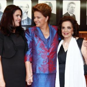Diplomação da presidente eleita Dilma Rousseff (centro) ao lado de sua filha Paula (à esq.) e sua <br> mãe Dilma Jane no TSE, em Brasília (DF)