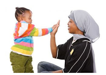 Foto: Mamá jugando con su niña