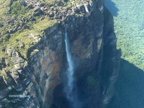 http://media-cdn.tripadvisor.com/media/photo-s/01/0f/f3/05/salto-el-angel.jpg
