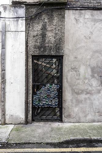 Art Using The Bases Of Plastic Bottles by infomatique