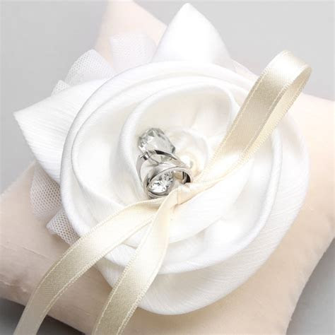 Izyaschnye wedding rings: Cheap ring cushions for weddings