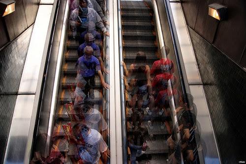 Escaleras en movimiento by Alejandro Bonilla