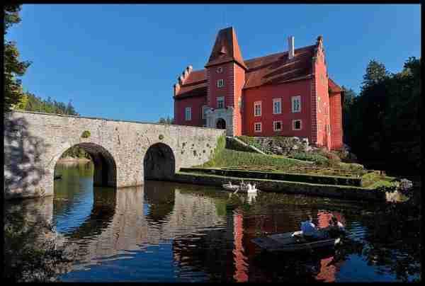 Cervena Lhota, το κόκκινο κάστρο στην Τσεχία