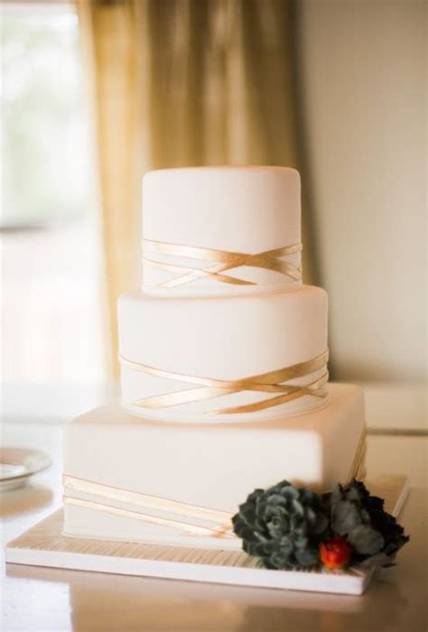 Winter Wedding Cake Trend for 2014: All White Cakes with