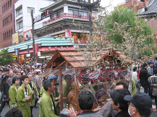 Green team and a small music float during Sanja Matsuri