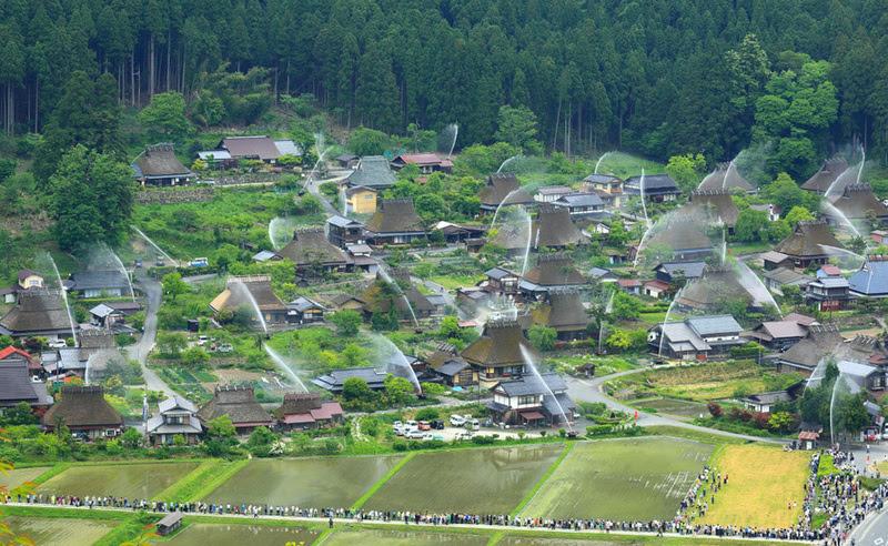 Kayabuki-no-Sato lo storico villaggio giapponese protetto dal fuoco