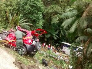 Fox ficou destruído em acidente em Corupá (Foto: PRF/ Divulgação)