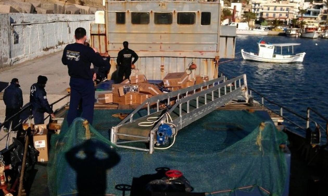 Ποσότητα μαμούθ με λαθραία τσιγάρα έκρυβε φορτηγό πλοίο (Photos)