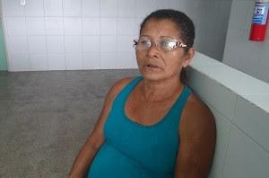 Dona Maria Cícera parou de fumar há pouco mais de um mês (Foto: Micaelle Morais/G1)