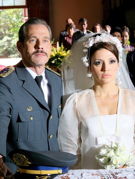 Nico Puig e Patricia de Sabrit em 'Amor e revolução' (Foto: Divulgação)