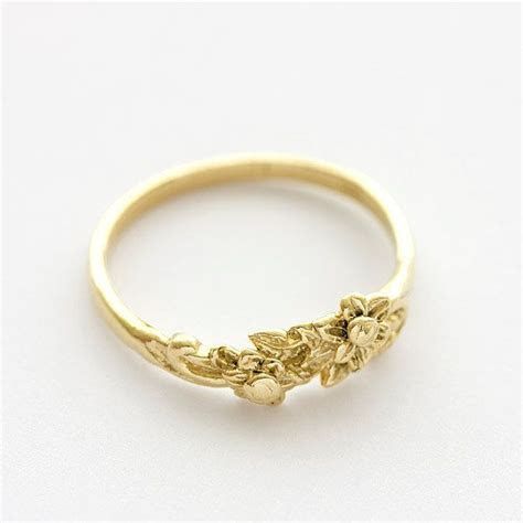 Vintage Floral Bouquet Wedding Band Ring in 14k Yellow