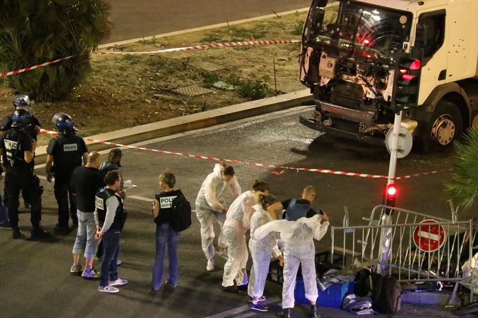 polícia anti-terroristas franceses assumiram a investigação com o presidente dos EUA, Barack Obama prometendo sua ajuda