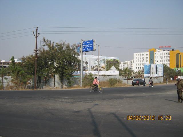 Balewadi Road & MITCON - opposite Balewadi Sports Complex -  Visit Gini Viviana, 2 BHK 2.5 BHK 3 BHK Flats & 3 BHK Duplex, behind MITCON, Balewadi, Pune 411 045
