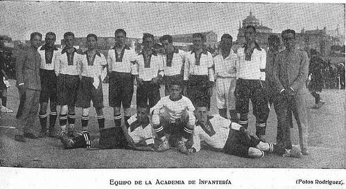 Equipo de la Academia de Infantería de Toledo en 1924. Escuela de Gimnasia. Foto de Rodríguez para El Castellano.