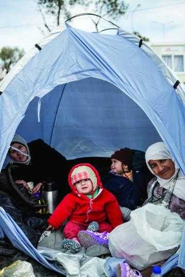 Refugiados en una tienda de campaña en Grecia.
