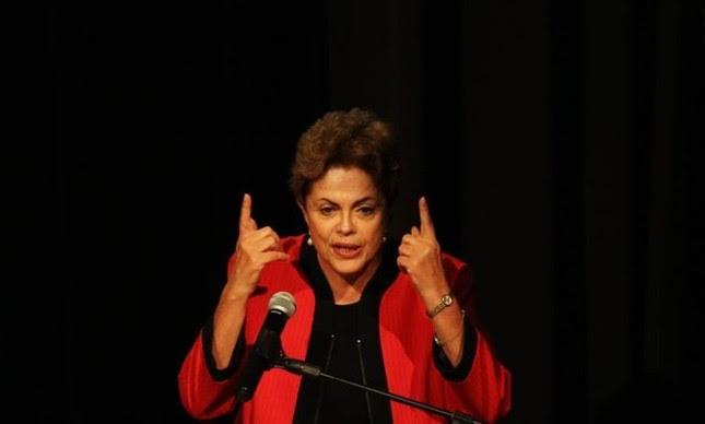 Dilma Rousseff participa da abertura da conferência nacional do PCdoB na UNIP, em SP  (Foto: Fernando Donasci / Agência O Globo)
