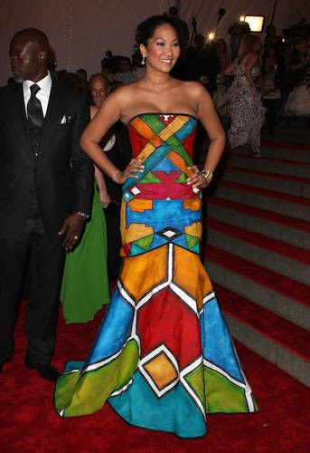 Kimora Lee Simmons tips her hat to traditional Ndebele art in this ball gown --- and 4 those who don't know... her father Is Black.