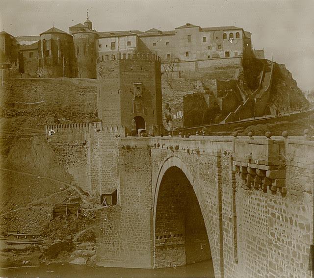 Puente de Alcántara en 1913. Fotografía de Luis Calandre Ibáñez