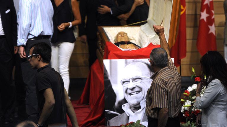 Miles de personas se despiden de Santiago Carrillo