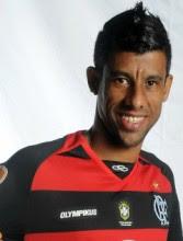 Convertido, Léo Moura influencia jogadores do Flamengo a se afastarem de baladas e polêmicas