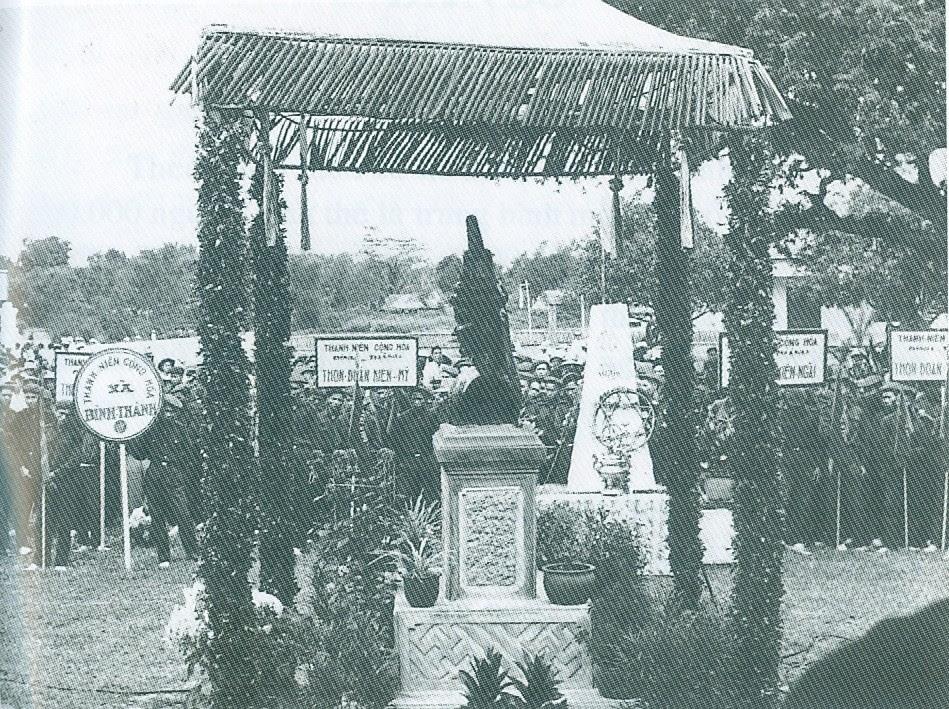LễĐốngĐaNămTânSửuTrướcTượngVuaQuangTrung_1962_TạiKiênMỹ_BĐ