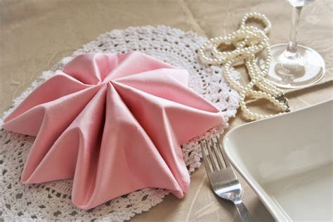 Accessories: Fancy Wedding Napkin Folds Ideas ? Salondegas.com