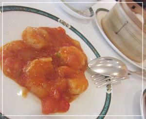 ホテルオークラ東京「Starlight」の飲茶食べ放題にて、チーズ風味の海老チリ……おもしろい……。