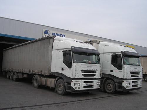 Camions Iveco de l'empresa TRANSPORTS ARGELICH de Mollerussa (Lleida)